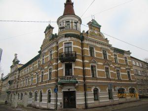 Vidi degradējošo būvju komisija vērtēs, kā tiek ievērots aizliegums neaizklāt ar aizsargtīkliem Rīgas ēkas