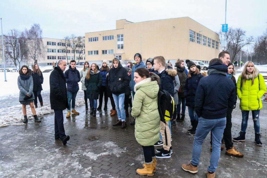 Rīgas domes Īpašuma departamenta speciālistus ēnoja 33 jaunieši no dažādām Latvijas skolām
