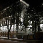 Pirmo reizi ieslēdz Rīgas Franču liceja atjaunotās vēsturiskās ēkas fasādes apgaismojumu