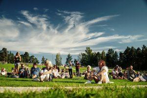 16.08.2020. Rīdzinieki un pilsētas viesi Lielā piknika laikā novērtē jauno Mežaparka estrādi