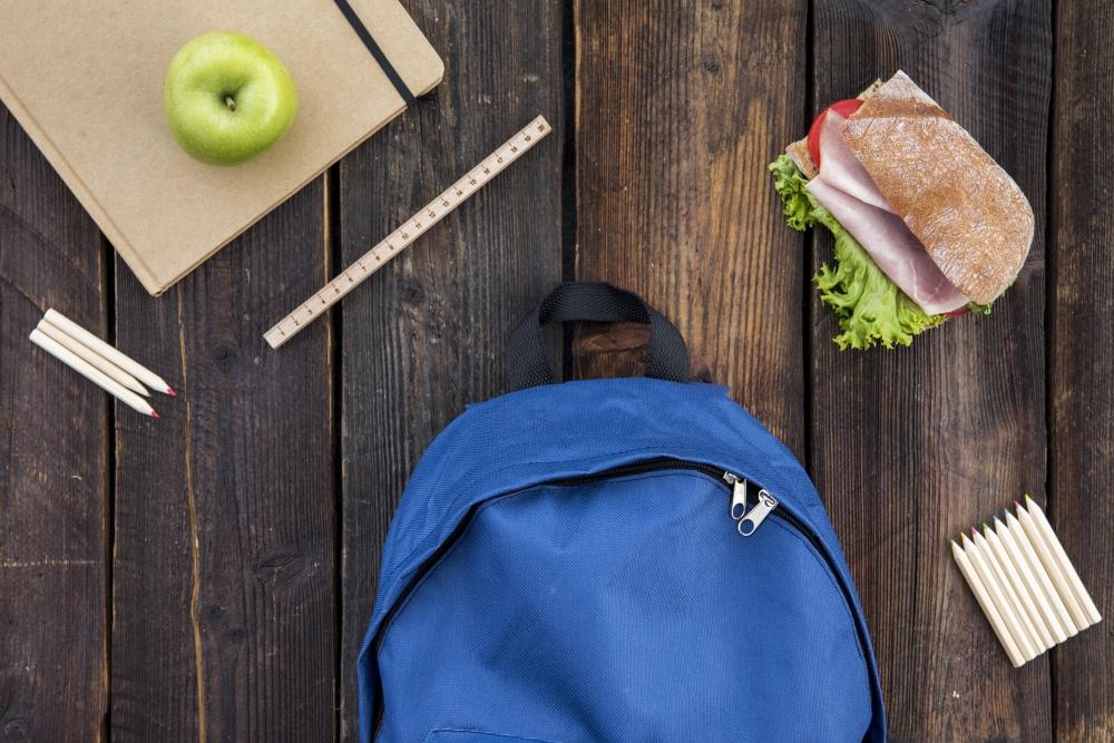 Rīgas izglītības iestāžu ēdināšanas pakalpojuma sniedzējiem par 90% samazinās nomas maksu