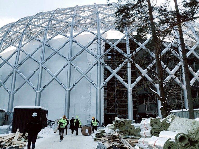 Turpinās Mežaparka Lielās estrādes noslēdzošie būvniecības darbi